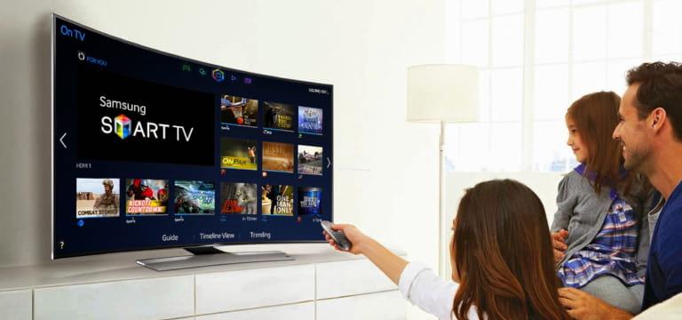 ver la televisión en familia